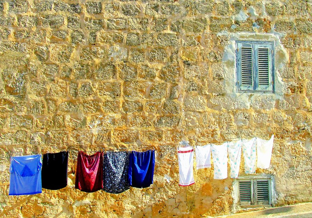 washing-day-1040031_1920